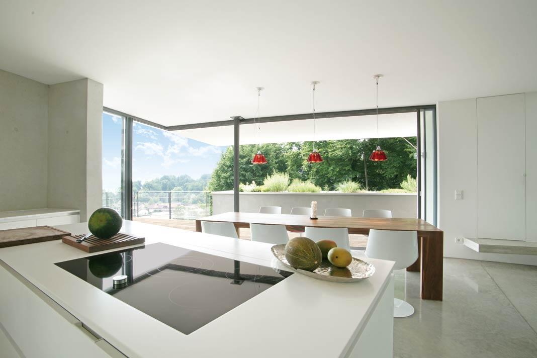 Auch beim Kochen kann man den Blick zwischendurch über die Hügel und ins Tal schweifen lassen.
