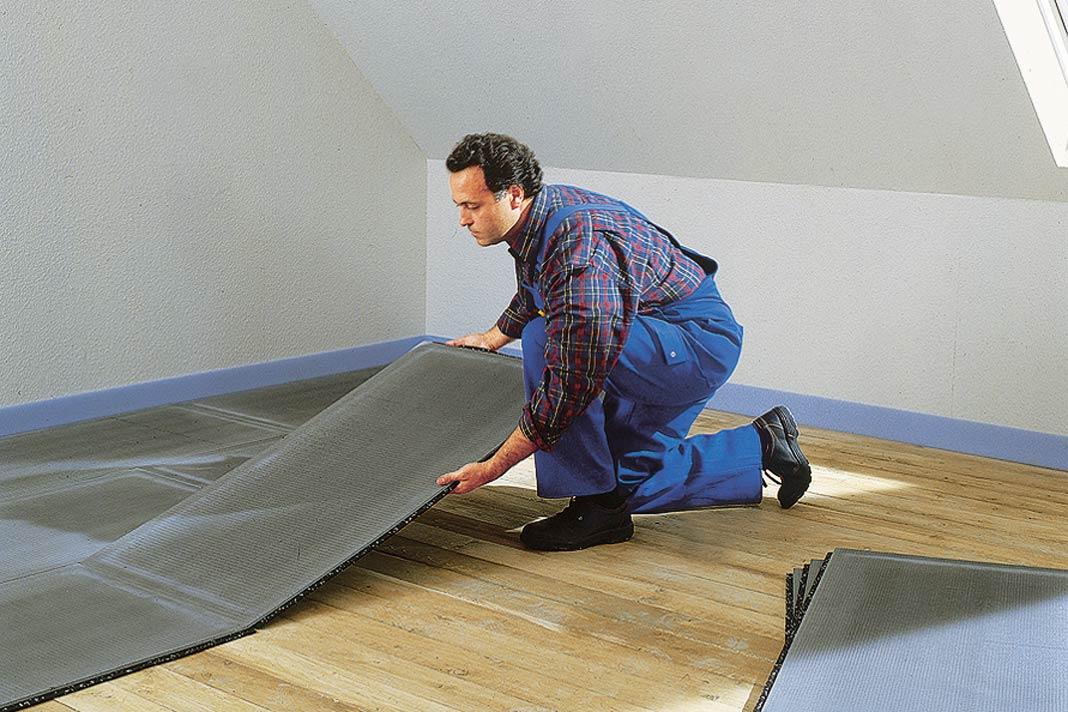 """Die """"wedi Nonstep Plus""""- Trittschalldämmung besteht aus einer Bauplatte, die mit einer Gummimatte verklebt ist, sodass eine Stufenfalz- Verbindung entsteht."""