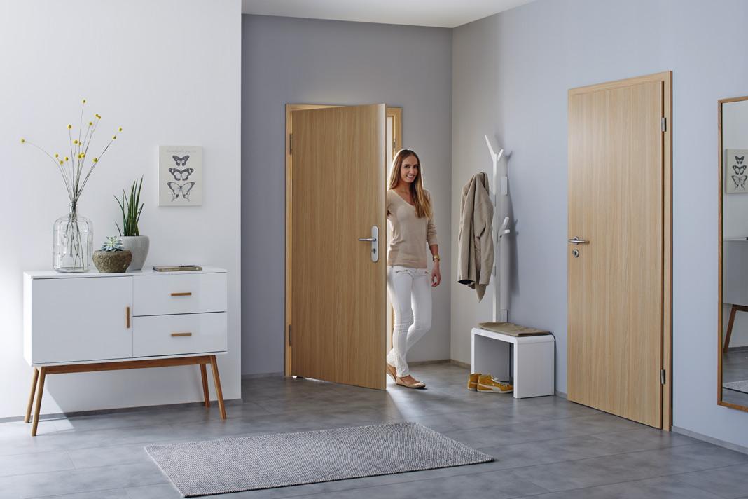Die Türen der TechnicLine halten Temperaturunterschieden zwischen dem Wohnungsinneren und dem Hausflur ohne Verziehen stand und lassen den Lärm des Hausflures draußen. Optisch harmonieren sie mit den anderen Innentüren des Programms. Foto: Hörmann