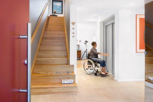 Hier steht ein praktischer Lift zur Verfügung, den auch die Kinder gerne nutzen.