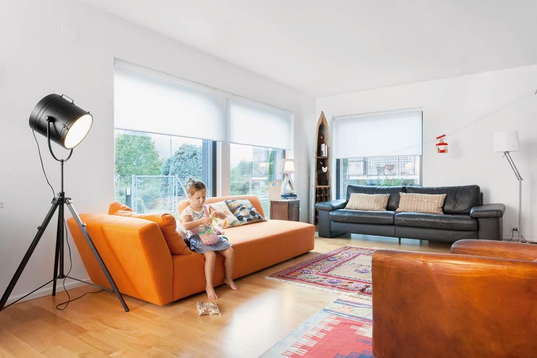 Die bodentiefen Fenster sorgen hier für eine optimale Lichtausbeute.