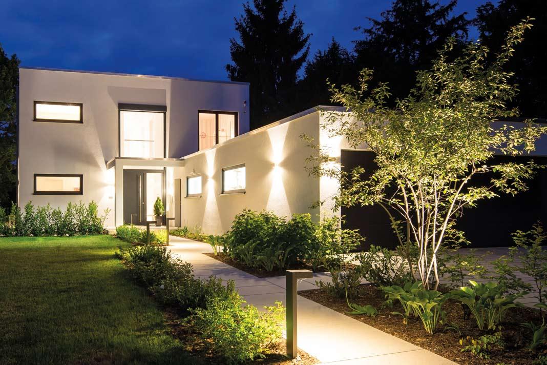 Jedes FingerHaus ist ein Unikat: Denn jeder Bauherr erhält ein individuelles Architektur-Konzept. Gleichzeitig ist FingerHaus der zuverlässige Full-Service-Partner des Bauherrn: von der Unterstützung bei Grundstücksuche und beim Finanzierungskonzept, über die Architekturberatung und Ausstattung bis zu allen Phasen des Bauens.