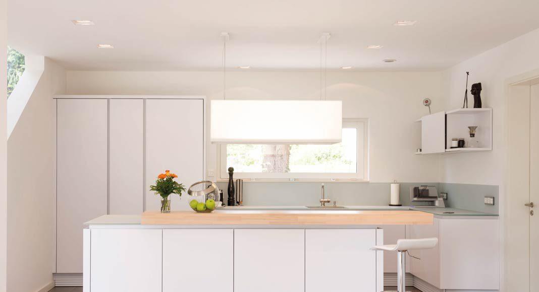 Auch die Küche zeigt eine klare Kante.