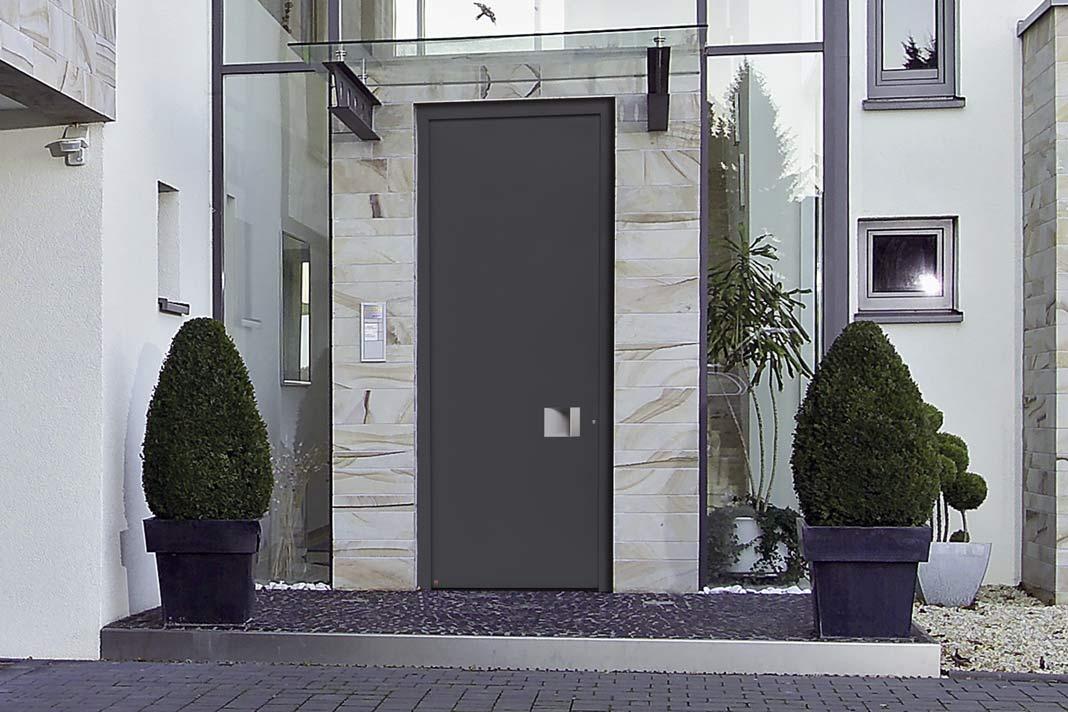 Die Aluminium-Haustür ThermoCarbon setzt in puncto Wärmedämmung und Einbruchhemmung allerhöchste Maßstäbe.
