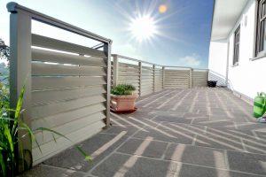 Um dauerhaft schön zu bleiben, muss ein Balkon gut geschützt werden. Foto: Leeb