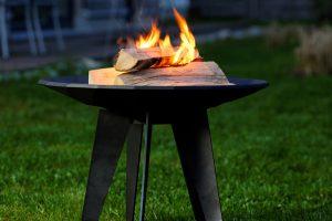 Feuerschale, die sich sowohl für die Terrasse als auch zu Dekozwecken im Wohnbereich eignet. Foto: Leda