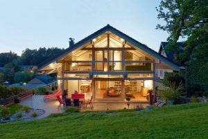 Ein modernes Holzfertighaus zählt Individualität, Energieeffizienz und Nachhaltigkeit zu seinen Kernkompetenzen. Foto: BDF/Huf