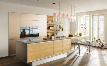 Holzküche liegt voll im Trend. Hier das Beispiel vao, in puristisch-leichtem Design. Foto: Team 7
