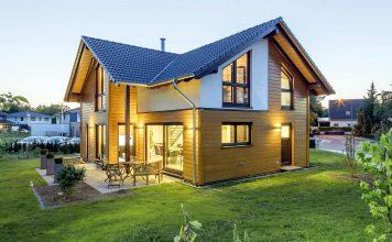 Kombiniert man hochwertige Materialien, eine maßgeschneiderte Architektur und ausgewählte Lieblingsstücke, entsteht das Traumhaus par excellence.