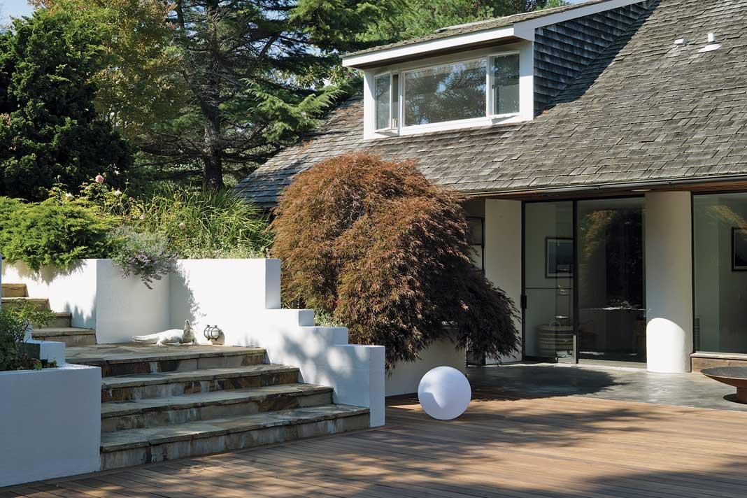 """In den Hamptons, dem """"Sylt von New York"""", hat sich eine Familie in einer ehemaligen Scheune eine luftige Sommerresidenz eingerichtet."""