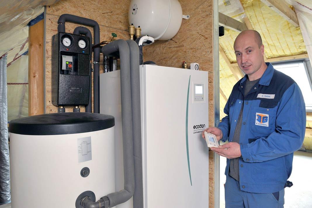 Fachhandwerker Eugen Gerbel hat Schorls das Ecodan-System empfohlen.
