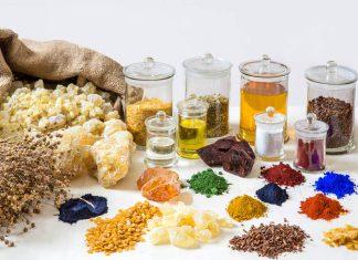 Bei Naturfarben lohnt sich ein genauer Blick beispielsweise auf die Inhaltsstoffe. Foto: Auro