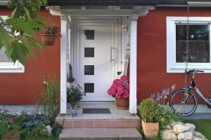 Eine hochwertige Haustür ganz nach individuellem Geschmack schafft ein einladendes, einzigartiges Entree nach dem Türwechsel. Foto: Perfecta