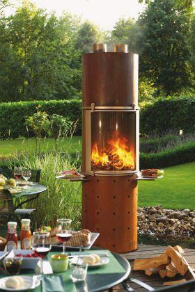 """Eleganter Outdoor-Kaminofen """"Ascot"""" mit einem komplett aus Edelstahl gefertigtem Feuerraum samt großzügiger Glastür."""