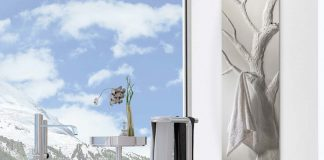 """Das Modell """"Arbre Bain"""" ist mit mehreren Dornbracht- Handtuchhaken ausgestattet."""