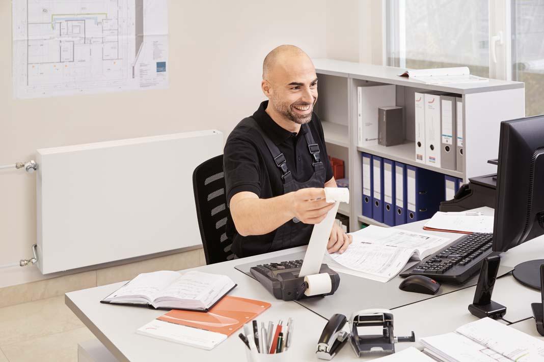 Der filigrane Designheizkörper Zehnder Zmart verfügt über ein völlig korrosionsfreies Kunststoffregister.