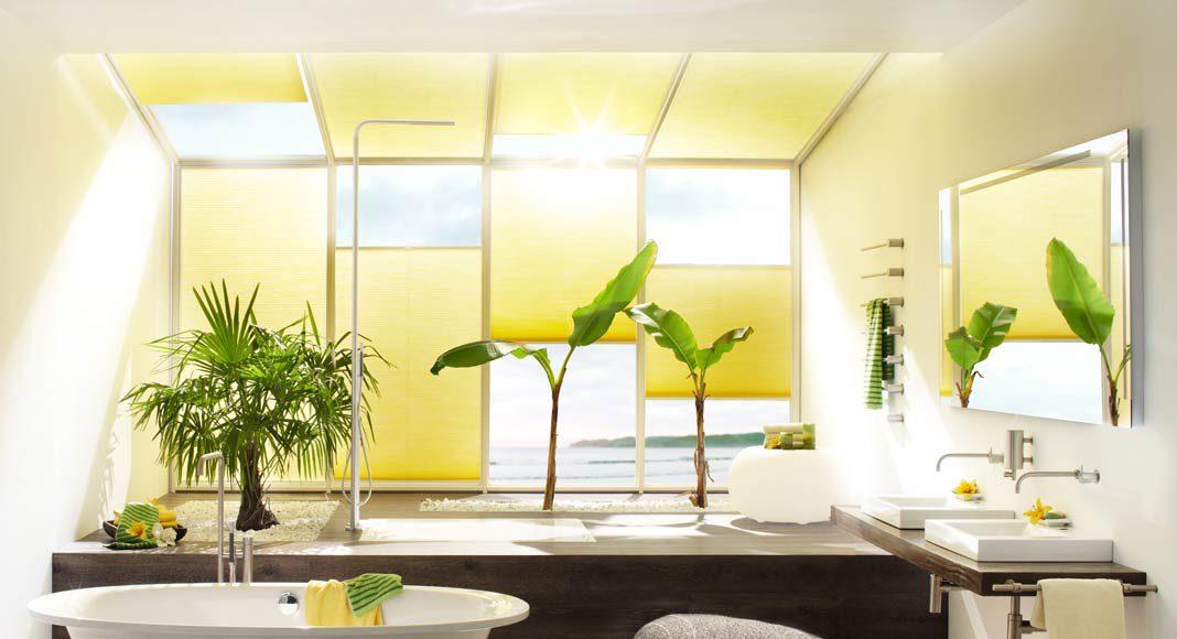 Sonnen- und Blickschutz im lichtdurchfluteten Badezimmer. Foto: DUETTE