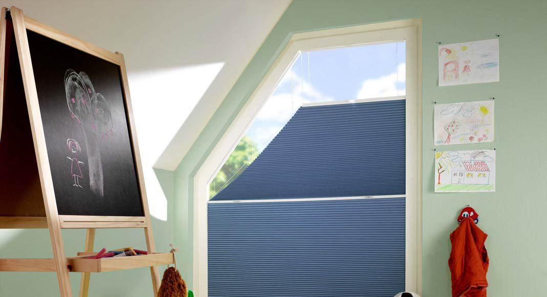 Es gibt große, kleine, rechteckige, dreieckige und bodentiefe Fenster, Fenster mit einseitiger Schräge, in Giebel- oder Trapezform und viele mehr.