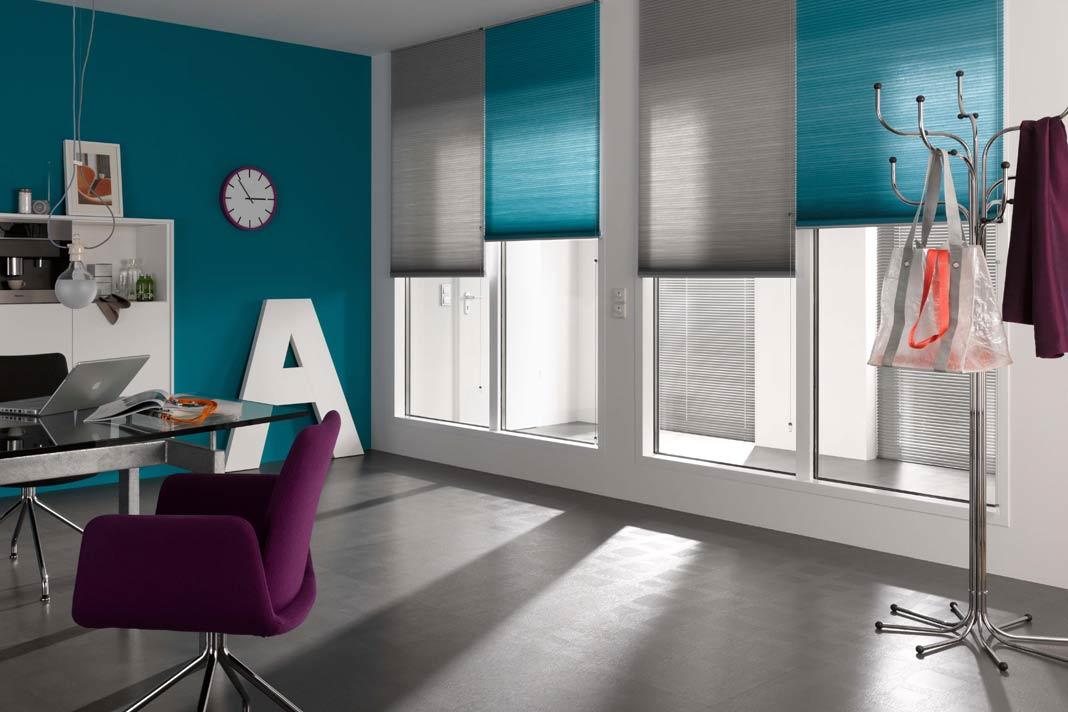 Halbtransparente Stoffe bieten den Vorzug, dass noch genügend Licht in den Raum fällt.