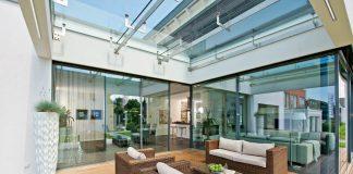 Die gläsernen Wände lassen die Grenzen zwischen innen und außen immer mehr verschwimmen.