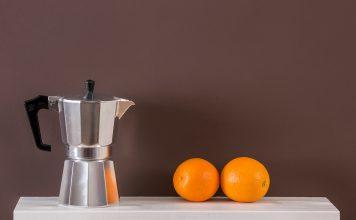 Kalkfarbe sorgt für ein wohngesundes Raumklima und steht in vielen appetitlichen Farben zur Wahl. Foto: Auro