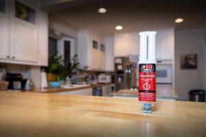 In den USA ist dieser Alleskleber ein beliebtes Hilfsmittel für den Do-it-yourselfer.