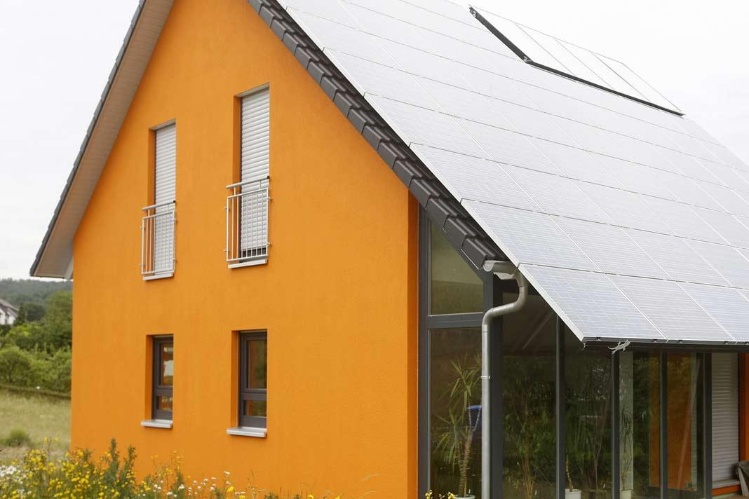Eine Photovoltaik-Anlage lässt sich hervorragend mit einer Luft/Wasser-Wärmepumpe kombinieren.