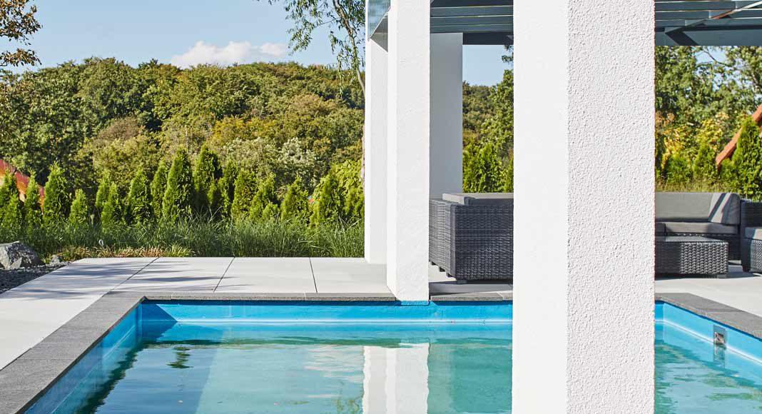 Der Sprung in den kühlen Pool ist Belohnung am Ende eines heißen und arbeitsreichen Sommertages.
