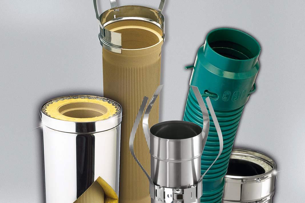 Abgasrohre in verschiedenen Materialien.