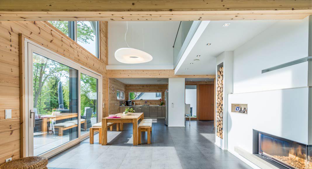 Weitläufig ist der richtige Ausdruck für die Atmosphäre im offenen Erdgeschoss des Hauses.