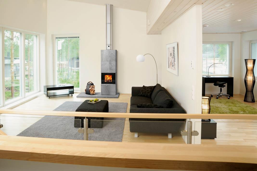 """Im Specksteinofen """"Fidus"""" verbrennen die Holzscheite bei 800 bis zu 1200 °C rückstandslos und effizient."""