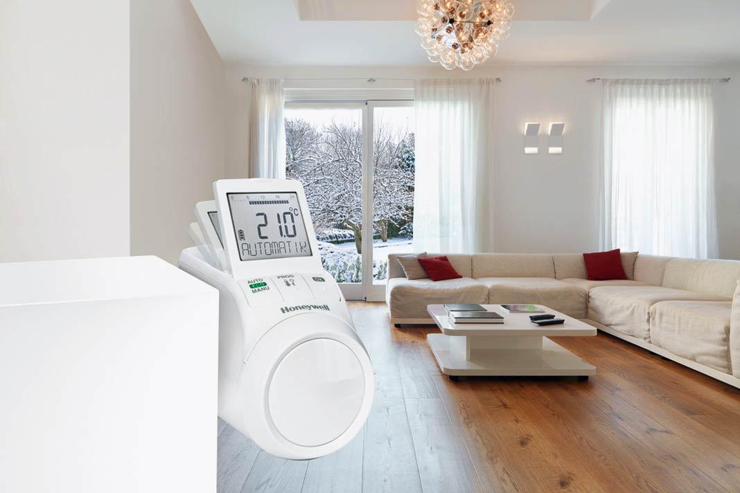 An den elektronischen Heizkörperreglern können individuelle Heizzeiten für jeden Raum programmiert werden.