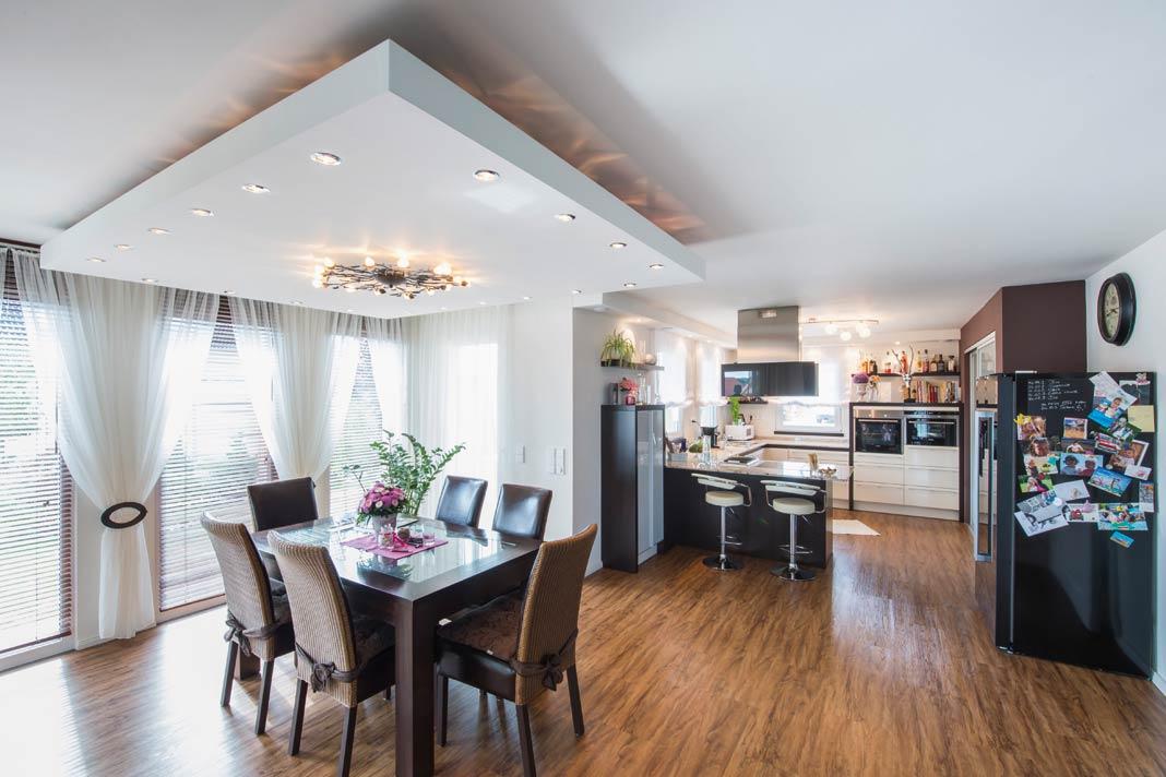 Ob exklusive Küche, hochwertiger Bodenbelag oder extravagantes Lichtkonzept – die durch Eigenleistung eingesparte Reserve half bei der Realisierung des einen oder anderen Wunsches.