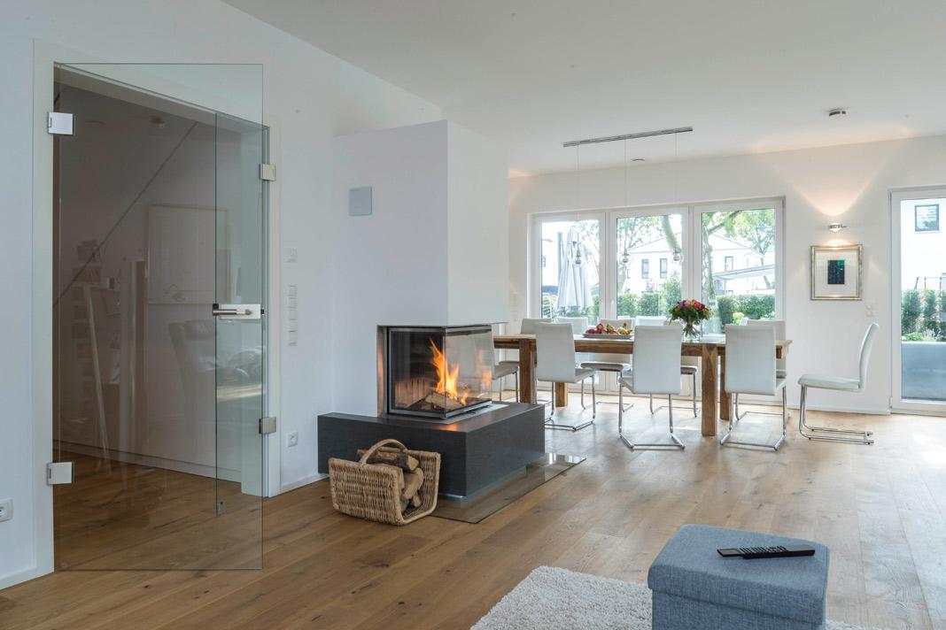Wohnlich und repräsentativ wirkt das Erdgeschoss. Foto: ARGE-HAUS