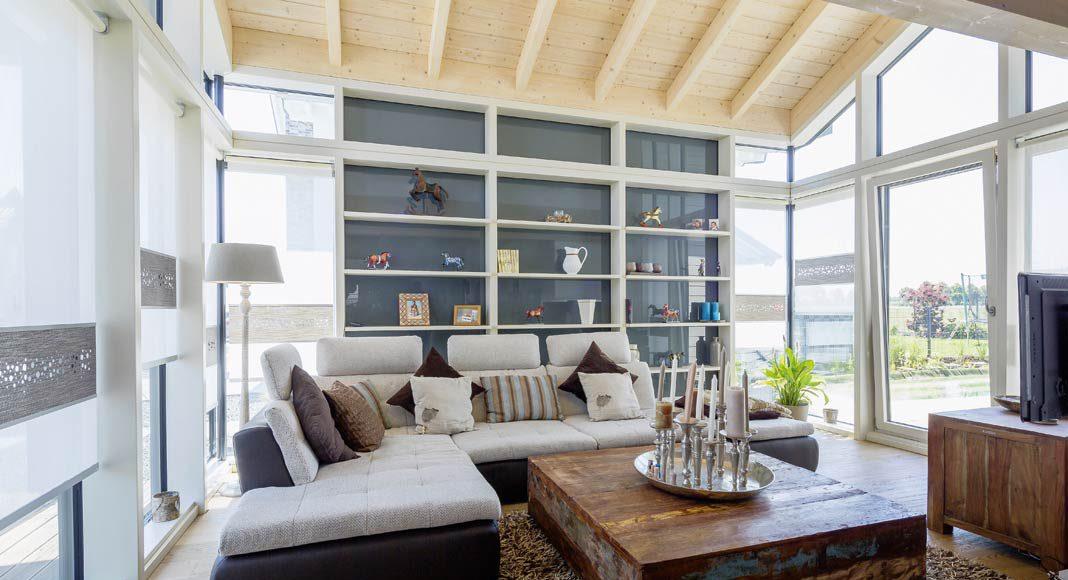Das Grundstück lädt geradewegs zu einem möglichst großen Einsatz von Glasflächen ein.