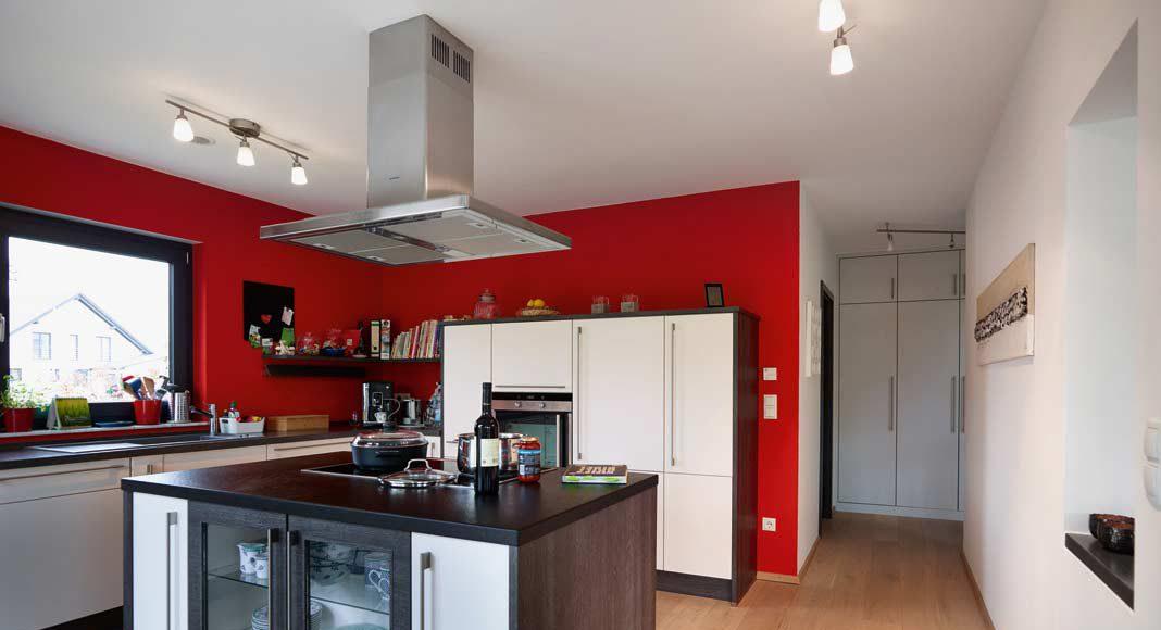 In der GUSSEK-HausManufaktur wird von der Haustür bis zum Dachziegel und vom Lichtschalter bis zum Sanitärobjekt das komplette Haus konfiguriert.