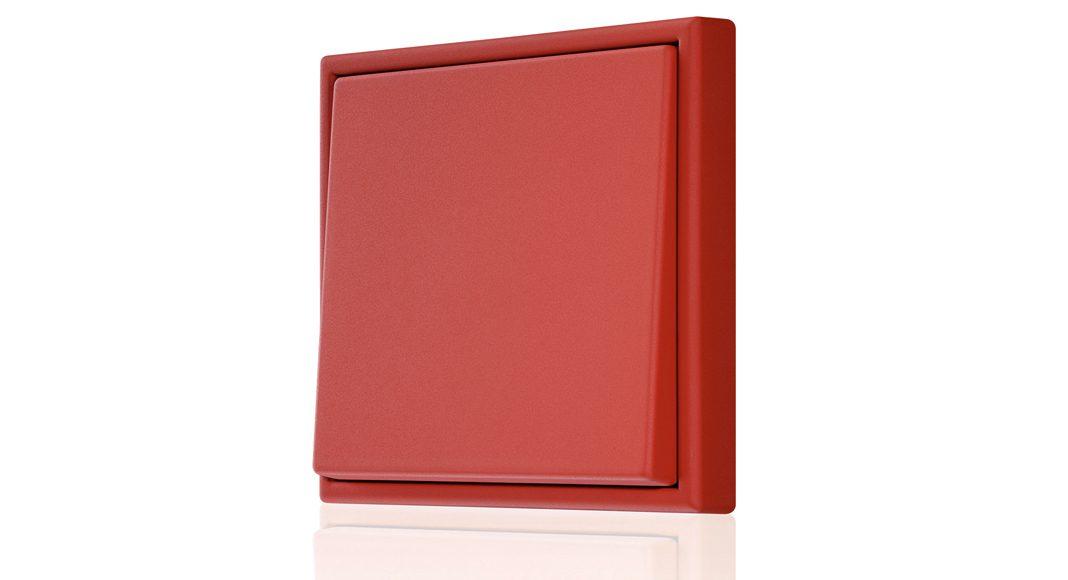 Den Schalterklassiker LS 990 gibt's in den 63 originalen Les Couleurs® Le Corbusier Farben. Foto: Jung