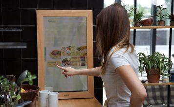 Ein Märchen wird wahr: Ein Spiegel, der viel mehr als nur ein Spiegelbild zeigen kann. Foto: www.dirror.com