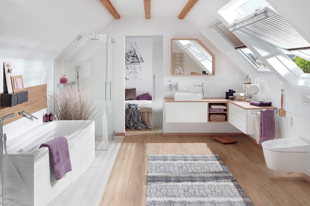 Bei Diesem Großzügigen Bad En Suite Sorgen Schwingfenster Für Viel  Tageslicht Und Ein Schnelles Entweichen Der