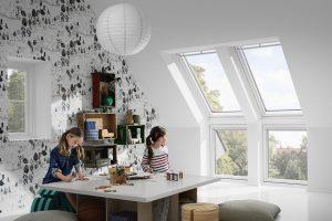 Mehr Tageslicht im Dachgeschoss gefällt auch dem Nachwuchs. Foto: Velux