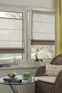 Ein Raffrollo schafft Wohnlichkeit, schützt vor Einblicken und Sonne. Foto: Gardinia