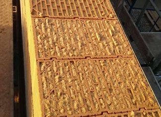 """Der mit Nadelholzfasern gedämmte """"Unipor Silvacor"""" Ziegelstein steht für Bestwerte bei Schall- und Wärmedämmung. Foto: Carmen Nöth, Hammelburg"""