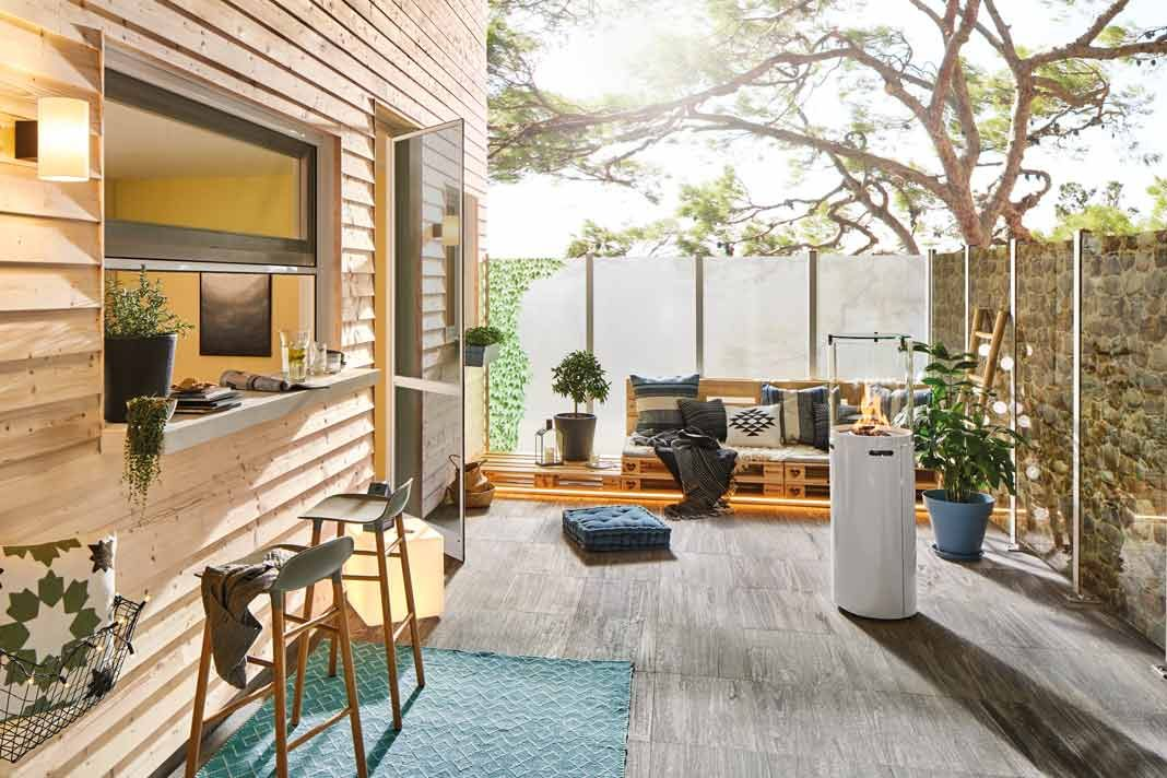 Sichtschutz/Windschutz aus Glas für die Terrasse.