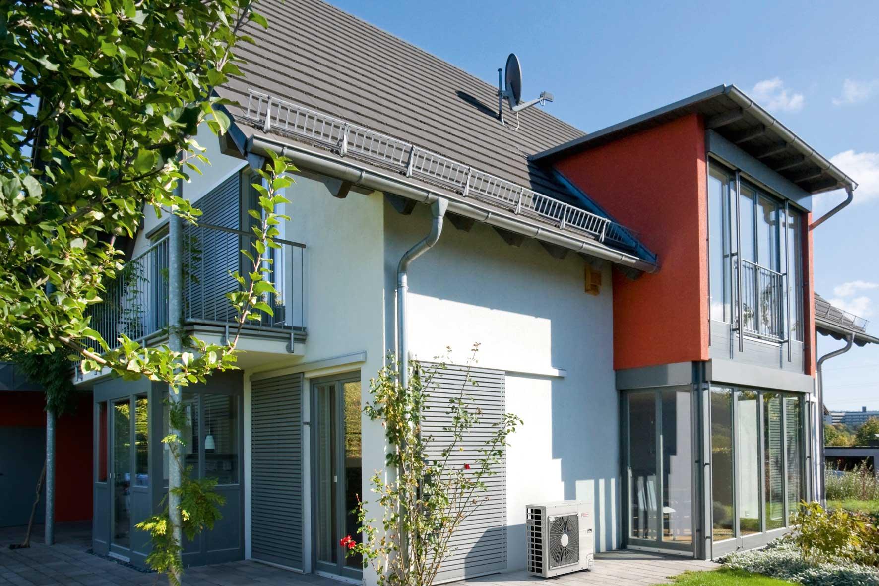 Wohngebäude Anlagen zur Nutzung erneuerbarer Energien in Heizungskeller oder Technikraum.