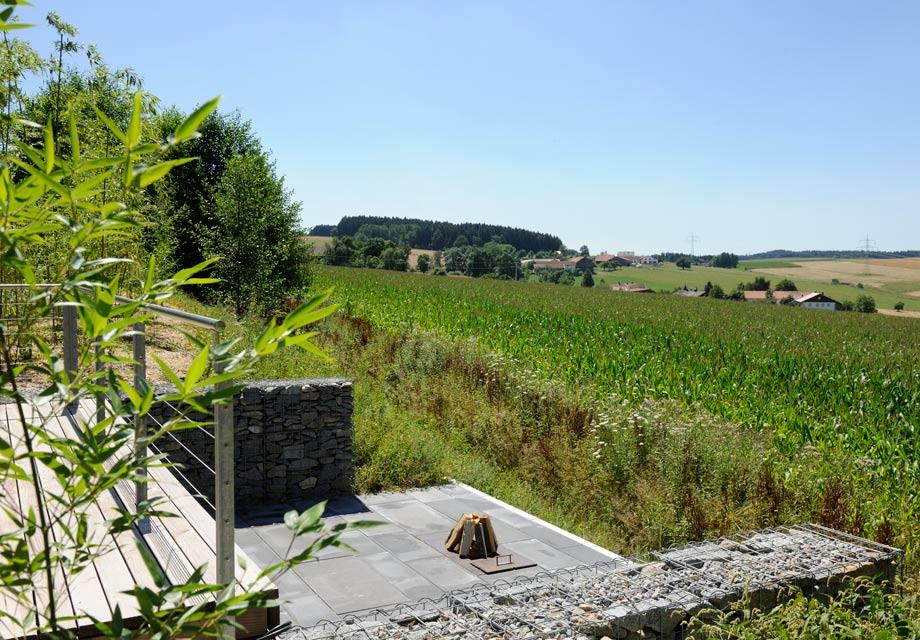Der freie Blick über Wiesen und Felder. Foto: Günter Standl