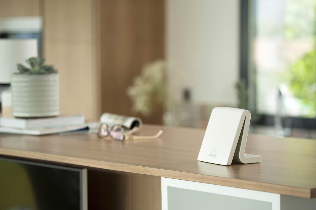 Die TaHoma-Box steuert die Haustechnik nach den Wünschen der Bewohner.