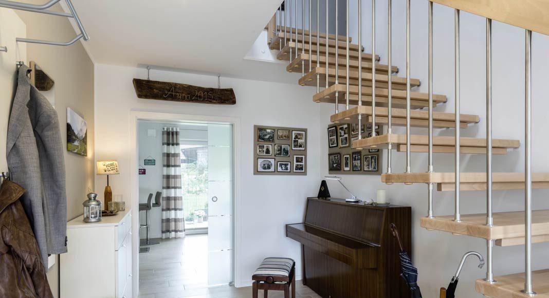 Die Treppe aus Buchenholz haben die Bauherren ausgewählt.