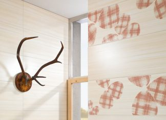 Dezentes Kairomuster dieser Fliesen passt perfekt zum Bad im Landhausstil. Foto: Steuler