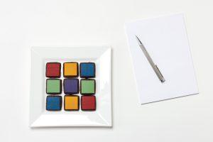 Die Kekse in fröhlich-bunten Farben bringen Stimmung ins Meeting oder Wohnzimmer. Foto: feinundfein.de