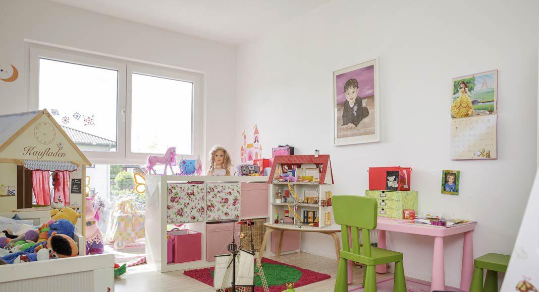 Farbenfroh geht es in den beiden Kinderzimmern zu.